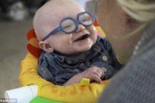 Pertama kali bisa melihat, senyuman bayi kepada ibunya ini bikin mewek