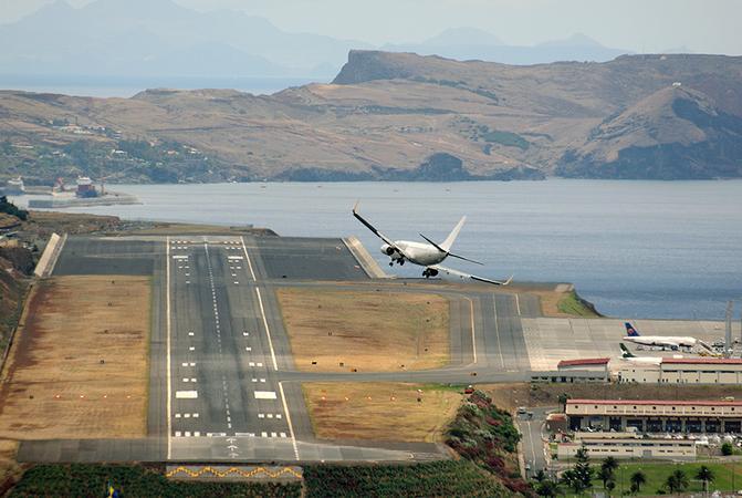 Bandara paling mengerikan di dunia, salah mendarat nyawa taruhannya!