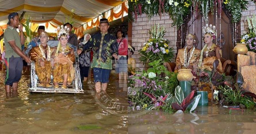 Pasangan ini tetap menikah meski dikepung banjir!
