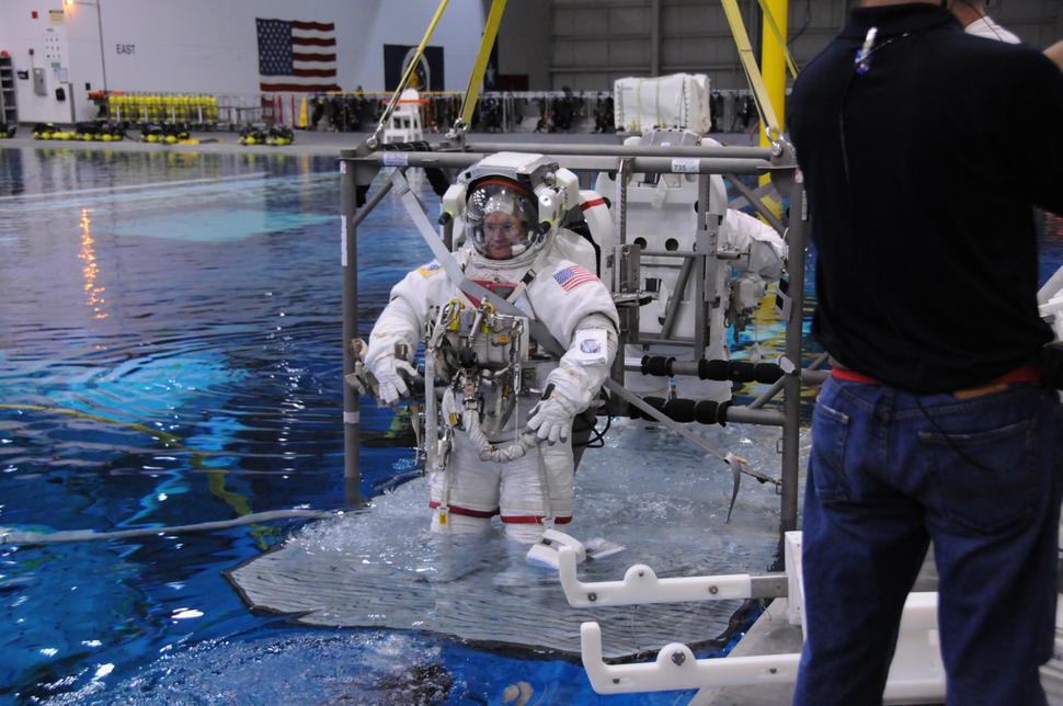 8 Momen ini akan kamu rasakan jika menjadi astronot NASA