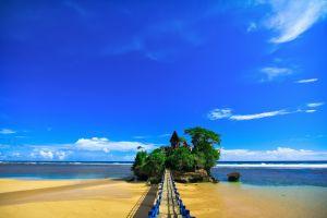 7 Pantai di Jawa Timur yang keindahannya nggak kalah dari Bali