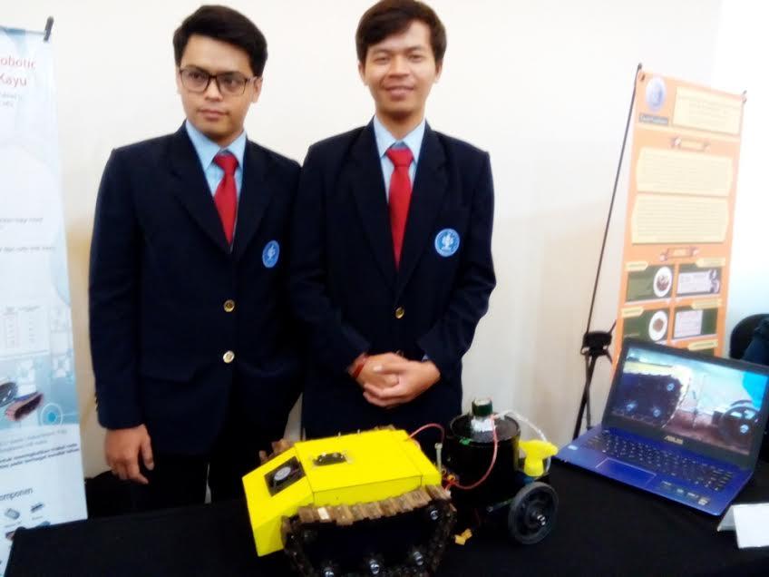 Robot 'pak tani' buatan mahasiswa IPB ini bisa garap sawah sendiri