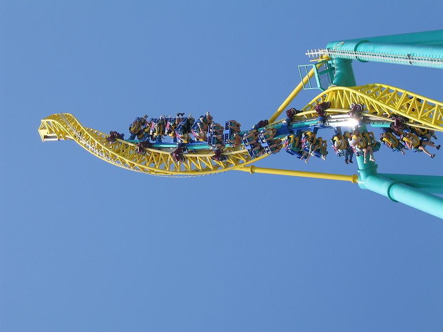 12 Roller coaster ini paling menegangkan di dunia, kamu berani naik?