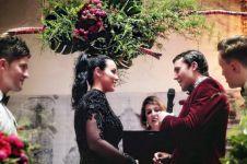 Wanita ini memilih gaun pengantin hitam untuk melawan tradisi keluarga