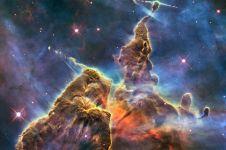 27 Foto indah galaksi bima sakti dari teleskop Hubble, dijamin kagum!