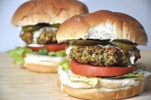 15 Burger sayur ini tak kalah lezat dari burger daging lho, enak!