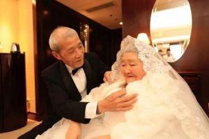 Kakek ini ucapkan 'i love you' ke istrinya setelah 65 tahun menikah