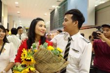 Cara romantis pilot Thailand lamar kekasihnya di bandara, bikin iri!