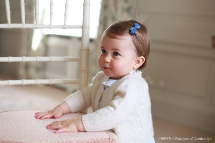 Charlotte, putri Pangeran William & Kate Middleton yang imut abis