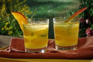 15 Minuman ini berbahan mangga, ada yang dicampur jahe dan cabai rawit