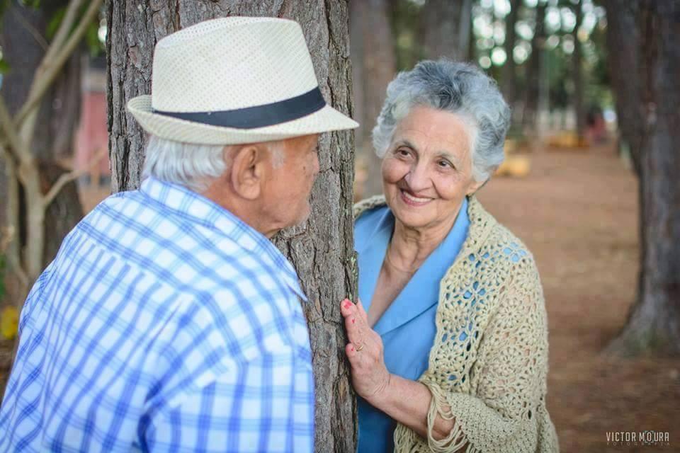 11 Foto romantisnya pasangan lanjut usia, cinta sejati memang indah