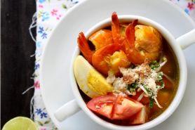 Nggak melulu digoreng, udang bisa kamu bikin soto lezat ini!