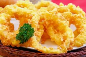 Bikin camilan onion ring ala kafe versi kamu yuk, ini resepnya!