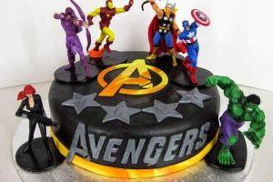 15 Kue ultah dengan tema The Avengers, nggak tega memotongnya...