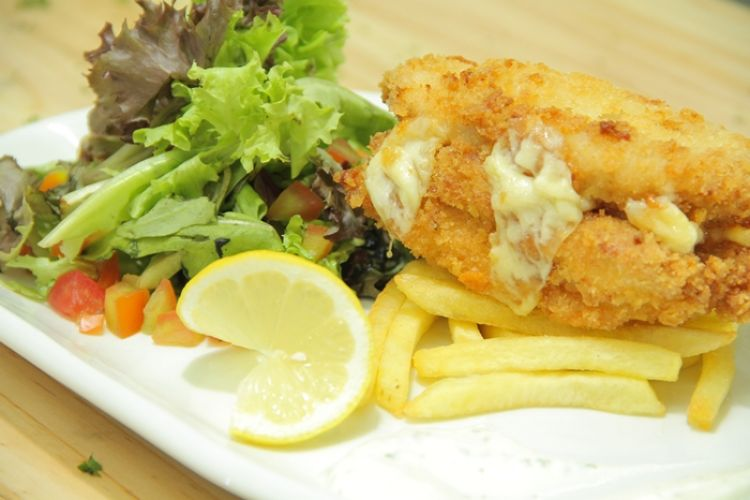 Surganya keju? Ada di Triple Cheese Chicken Cordon Bleu, yuk bikin!