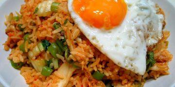 Suka K-Drama? Bikin nasi goreng kimchi ala Korea, yuk!