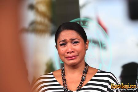 15 Ekspresi seleb Indonesia saat menangis, bikin haru. © 2016 brilio.net