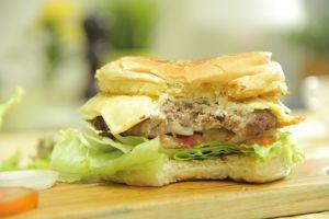 Bikin burger ala kamu sendiri pakai butter sauce,  dijamin sehat!
