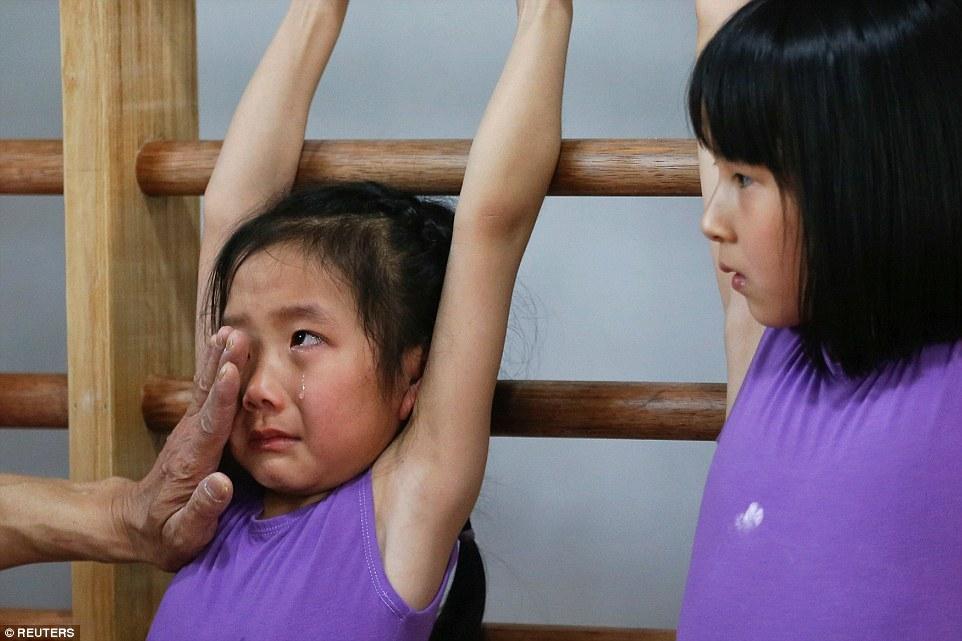 Awas terharu, 17 foto ini tunjukkan perjuangan berat calon atlet China