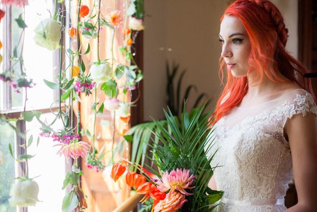 15 Kreasi warna rambut pengantin wanita ini keren abis, berani coba?