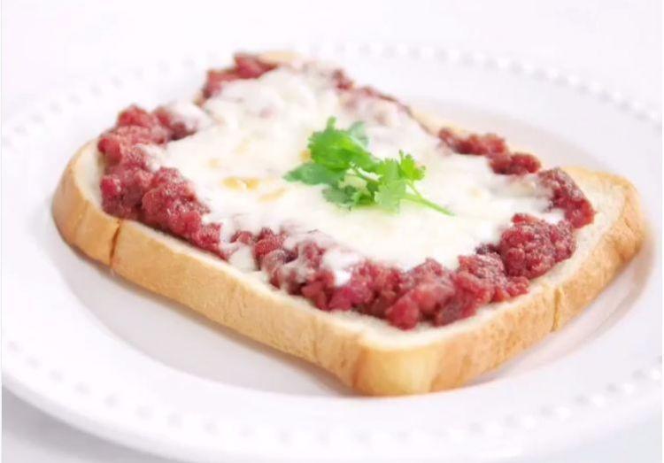Ini resep sandwich lezat pakai corned beef & mozarela, coba bikin ya!