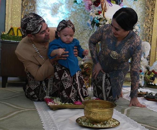 10 Foto kemewahan upacara Tedak Siten Rafathar, ngehits abis!