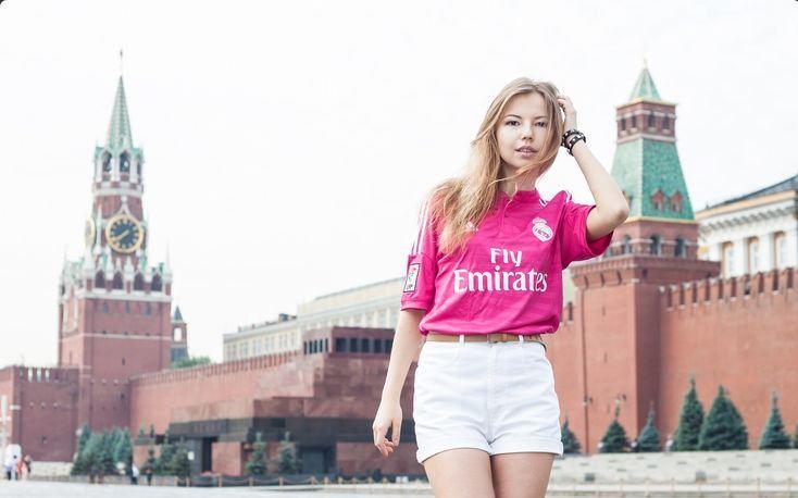 20 Foto gadis cantik dengan jersey Real Madrid, bikin fans cowok gugup