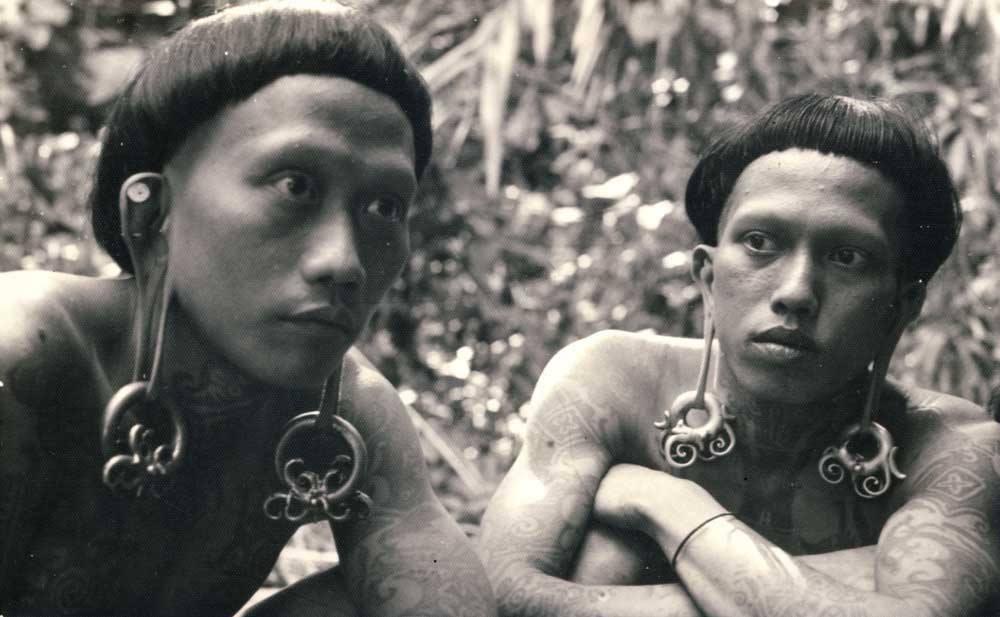 30 foto langka dan jadul potret kehidupan suku dayak di borneo keren