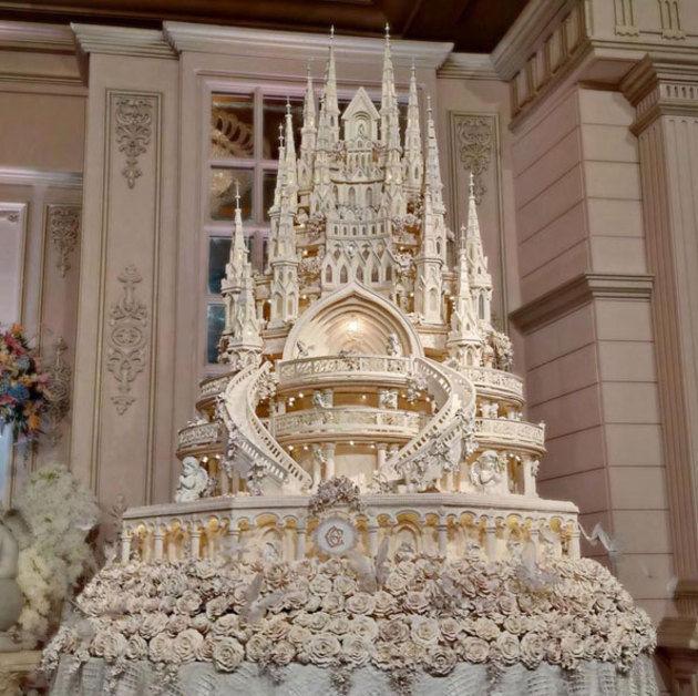 6 most beautiful swoon worthy celebrity wedding cakes in past years image via kapanlagi junglespirit Choice Image