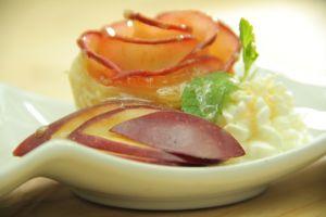 Bikin Apple Rose Puffed Pastry, kue berbentuk mawar  yang lezat!