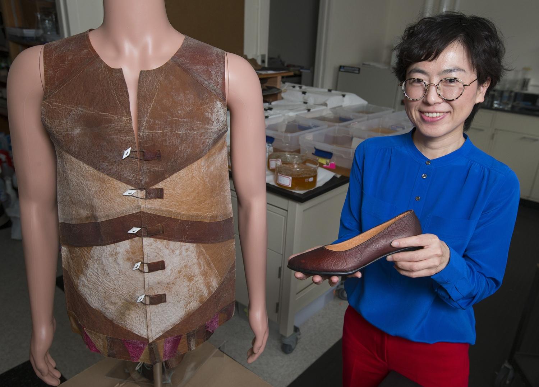 Desainer ini ubah makanan sisa jadi pakaian, hasilnya luar biasa!