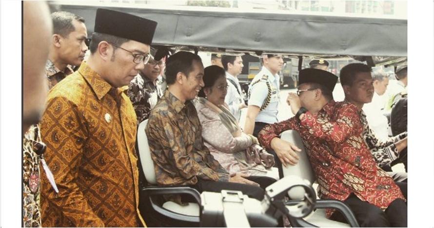 Foto Ridwan Kamil jalan di samping Jokowi ini jadi candaan netizen