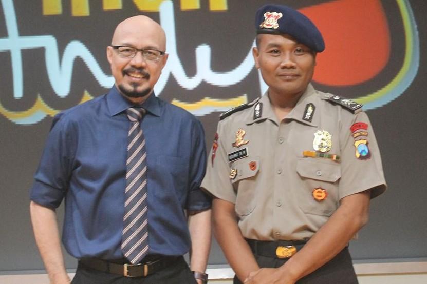 Brigadir Rochmat, polisi yang nyambi ngojek & sekolahkan 50 anak asuh