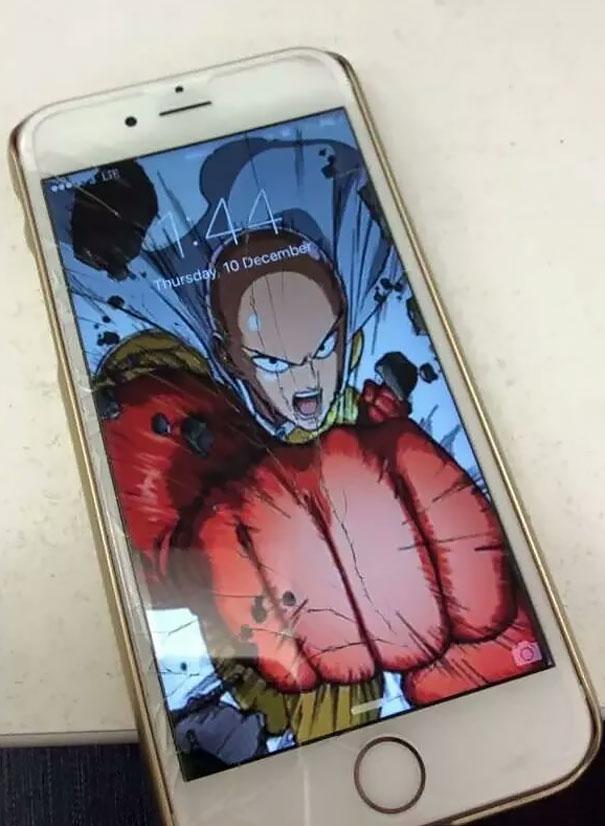 10 Ide kreatif untuk u0027perbaikiu0027 layar handphone kamu yang pecah
