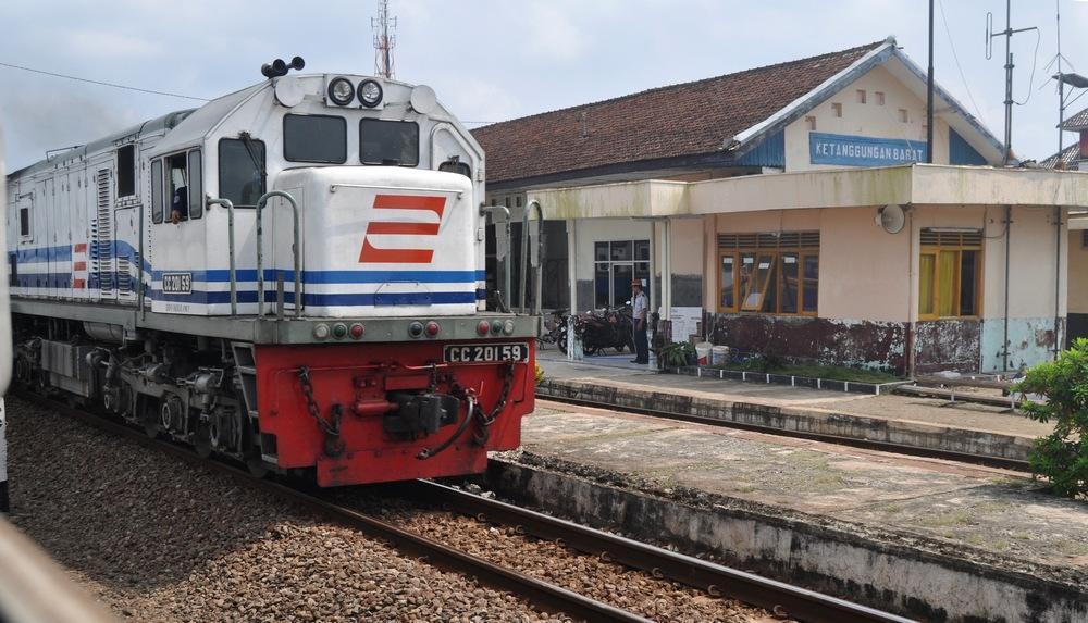 7 Stasiun kereta api ini paling angker di Indonesia