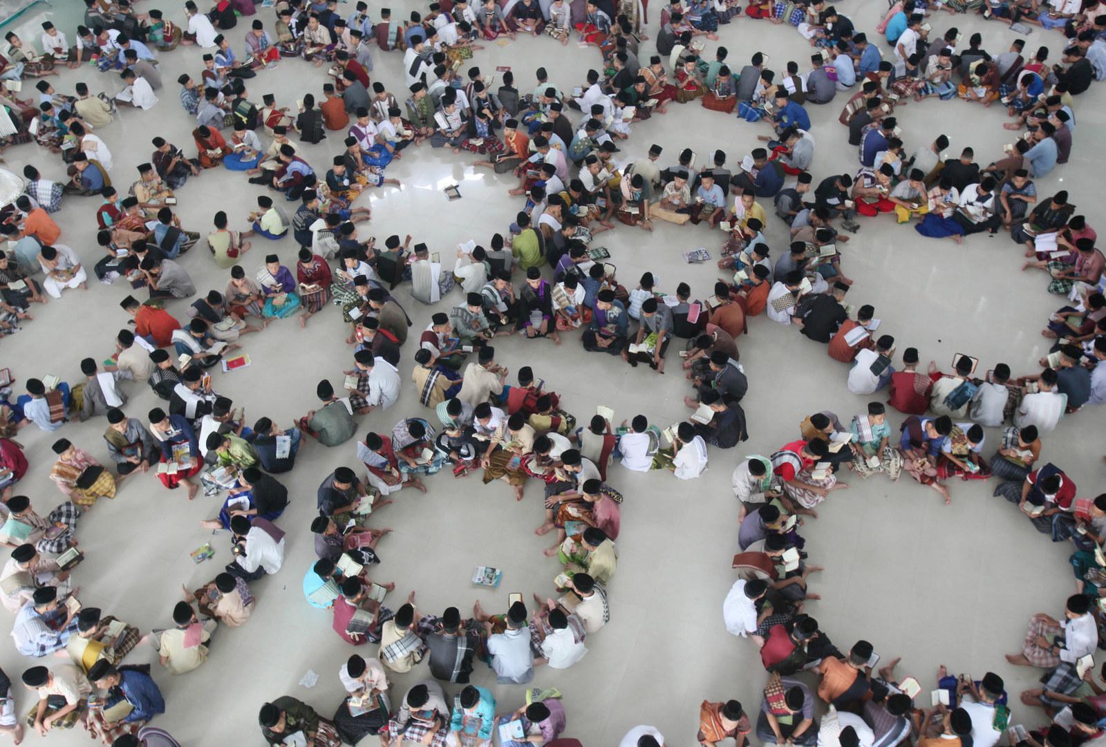 Kebiasaan saat bulan Ramadan ini Indonesia banget, nggak ada duanya