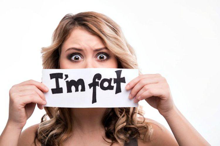 Berat badanmu bertambah menjelang datang bulan? Ini alasannya