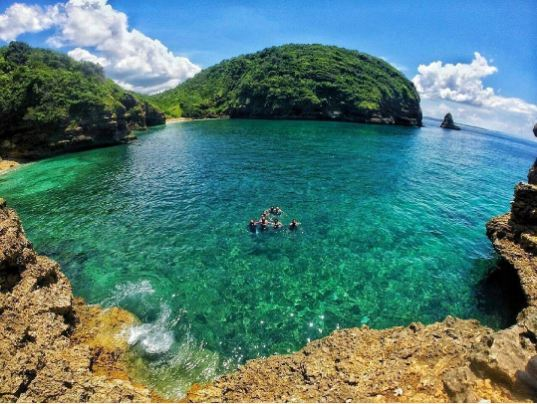 16 Foto menakjubkan birunya pantai di Lombok bikin nggak sabar piknik
