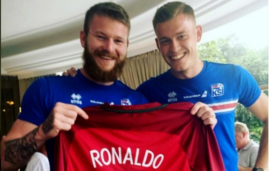 Ditolak tukar kaus, pemain Islandia ini akhirnya dapatkan jersey CR7