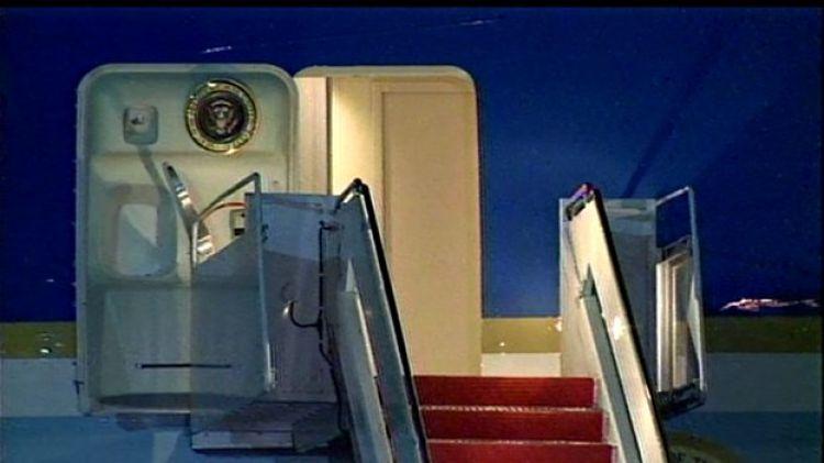 Pesawat sudah mendarat 20 menit, Obama belum juga turun, dibajak?