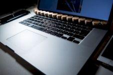 Trik mudah bikin laptop kamu tak panas, cuma pakai koin aja!