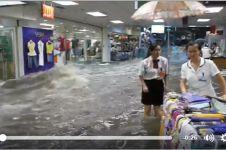 Banjir bandang ini bukan di sungai, ini di mal!