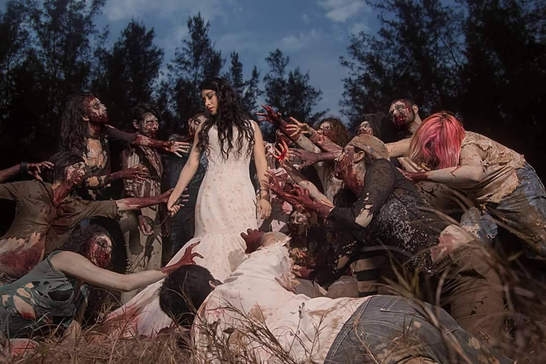 12 Foto prewedding bertema zombie ini unik banget, kamu tertarik coba?