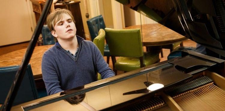 Pria buta ini mampu mainkan musik yang baru didengarnya sekali, keren!