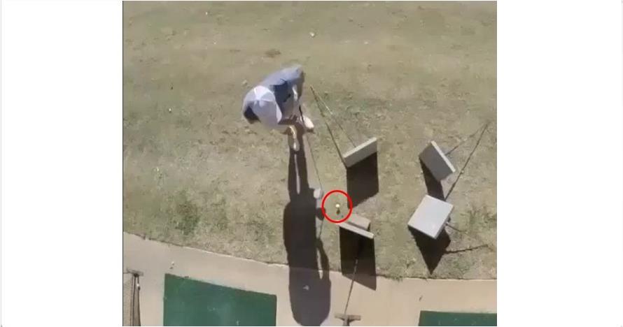 Aksi pemain golf ini bikin orang yang melihat terpukau