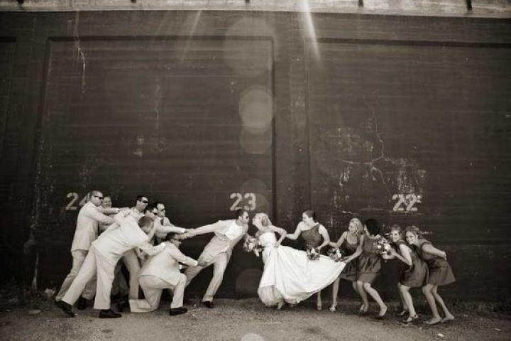15 Foto pengantin dan sahabatnya ini romantis dan lucu, tertarik coba?