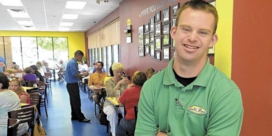 Meski terlahir sebagai down syndrome, pria ini sukses membuka restoran