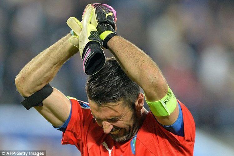 Kalah adu penalti, Buffon terekam kamera sangat emosional dan menangis