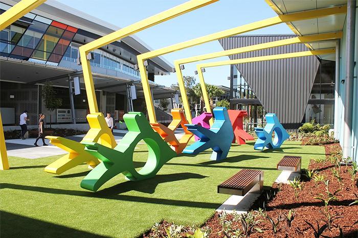 21 Bandara ini ada instalasi karya seninya, bikin betah nunggu delay