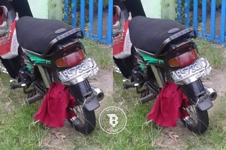 Cardigan tersangkut di roda sepeda motor, wanita ini jatuh terkapar
